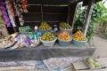 Im Land verkaufen viele Bauern Obst an kleinen Ständen