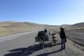 Sobald es länger bergauf geht braucht Batas Motorrad eine Pause zur Abkühlung