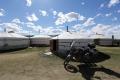 Camp in Karakorum - Die Besitzerin rzählt wie sie mit einem Zelt angefangen hat, dank dem Lonely Planet Reiseführer hat sie jetzt 6 Zelte und ein größeres Haus