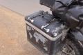 In einem Schlagloch verliere ich beide Koffer - der schnellverschluss wird ab jetzt zusätzlich gesichert...