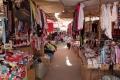 """Der soganenannte """"Schwarzmarkt"""" ist ein riesiger Markt auf dem man nahezu alles kaufen kann, vor allem aber Klamotten und Schuhe"""