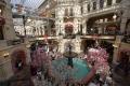 Moskau - Die Einkaufspassage erinnert etwas an einen Freizeitpark
