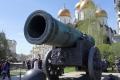 Moskau - Im Kreml, die Kanone ist zu groß um tatsächlich abgefeuert zu werden. Vielerorts in Russland sind die Militärdenkmäler und Kirchen in einem sehr guten Zustand, oft die Wohnhäuser rund herum weniger